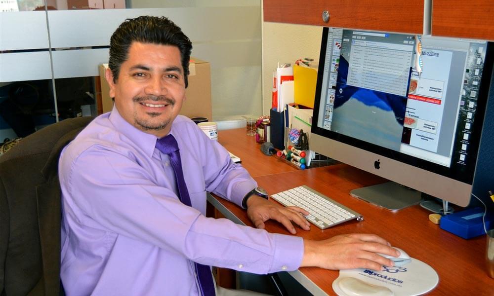 Médico Julio Isael Pérez Carreón descubre método para detectar cáncer de hígado