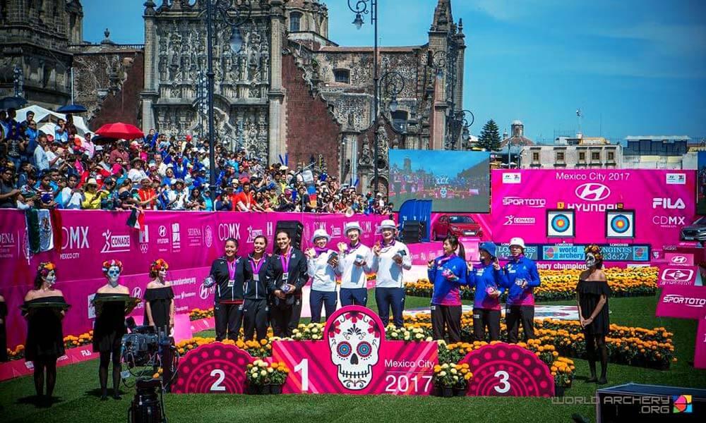 Momento de la premiación del podio en Mundial de Tiro con Arco 2017