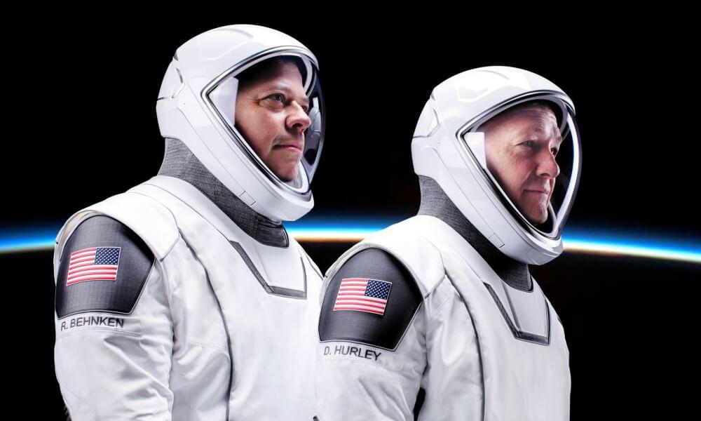 Trajes espaciales de SpaceX diseñados por el mexicano José Fernandez